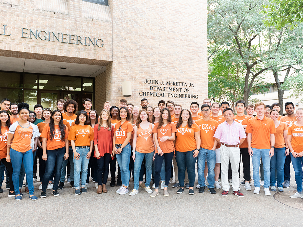 group of students in front of chemical engineering building